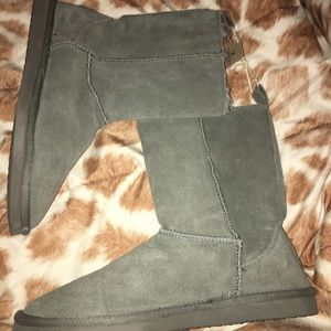 NWT size 10 American eagle boots